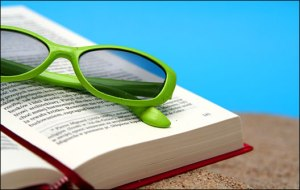 book-sunglasses-beach_h5281