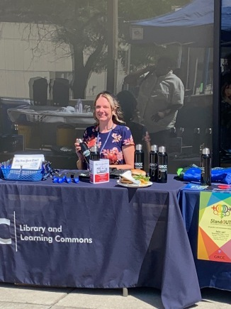 Toni Harrington gave out library-marketing swag at Diversity's Block Party.